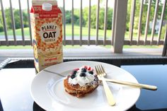 Happy 4th of July! 🇺🇸 We're kicking off the morning with a healthy, festive, oat milk pancake breakfast. @planetoat is my favorite dairy-free milk and it's also peanut free, soy free and gluten free. Planet Oat oatmilk comes in four flavors: Original, Extra Creamy, Vanilla, and Dark Chocolate and is available at Kroger and other major retailers. Check it out and fall in love with it yourself! bit.ly/2JbybT2