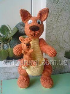 Kangaroo , found on… Crochet Teddy, Crochet Patterns Amigurumi, Crochet Dolls, Crochet Russe, Crochet Stitches Patterns, Stuffed Animal Patterns, Animal Party, Crochet Animals, Handmade Toys