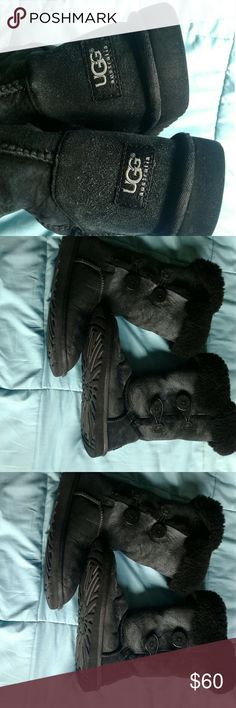 Ugg boots triple Bailey button Woman  Black size 8 UGG Boots woman black size 8 3 buttons on the side UGG Shoes Winter & Rain Boots