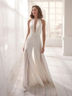 Surprise all with this amazing wedding jumpsuit! Modern, gritty and super glamour! [Dress: online on nicolemilano. Black Wedding Dresses, Boho Wedding Dress, Bridal Dresses, Unusual Wedding Dresses, Sparkly Dresses, Backless Wedding, Modest Wedding, Wedding Jumpsuit, Backless Jumpsuit