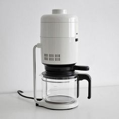Braun Aromaster coffee maker designed by Florian Seiffert Coffee Machine Design, Filter Coffee Machine, Drip Coffee Maker, Dieter Rams Design, Braun Dieter Rams, Industrial Design, A Table, Bauhaus, Cool Designs