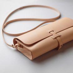 leather handbags and purses Leather Purses, Leather Handbags, Leather Wallet, Leather Totes, Sewing Leather, Soft Leather, Leather Gifts, Leather Bags Handmade, Sacs Design