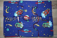 """Tappeto puzzle """"Spazio"""" in stoffa e gomma piuma, su disegno di Arkidslab"""