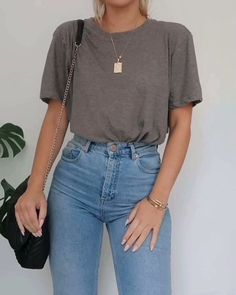 Baggy Tshirt Outfit, Jeans And T Shirt Outfit Casual, T Shirt Outfits, Casual Day Outfits, Casual Weekend Outfit, Basic Outfits, Simple Outfits, Everyday Outfits, Spring Outfits