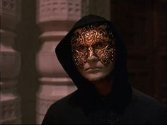 Eyes-Wide-Shut-11.jpg