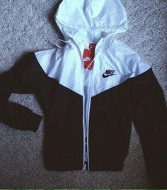 2014 cheap nike shoes for sale info collection off big discount.New nike roshe run,lebron james shoes,authentic jordans and nike foamposites 2014 online. Nike Outfits, Sport Outfits, White Windbreaker, Mens Windbreaker, Fitness Workouts, Nike Windrunner, Black And White Nikes, Athletic Outfits, Pulls