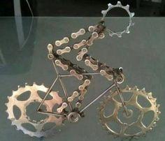 Kronleuchter aus recycelten Fahrradteilen
