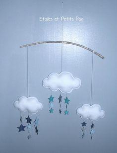 Mobile décoratif nuages et pluie etoiles bleu gris #etoilesetpetitspois #mobilenuage #chambre douillettes