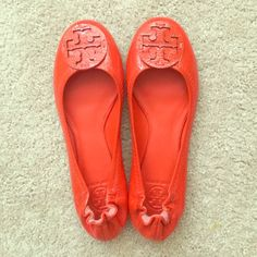 Tory Burch Ballet Flats Size 9m // Single Tone Poppy Red Color // Great Condition (worn once)  // Elastic Stretch Heel for comfort // For narrow to medium feet // True to size Tory Burch Shoes Flats & Loafers