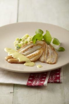 Gebakken sliptong (vervangen door kabeljauw?) met puree van jonge prei en tuinkruiden,mosterdsaus