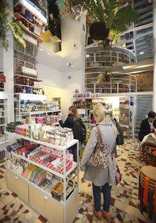 8 (nieuwe) eetplekken om te ontdekken in Gent Free Time, Om, Restaurants, Road Trip, Bucket, Shops, Wine, Spaces, Vacation