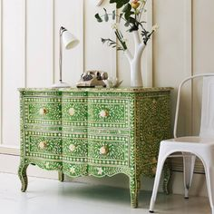 Does this bone inlay dresser have your Irish eyes smiling or filled with green envy? Recreate it using our Indian Inlay Stencil kit: :    http://www.cuttingedgestencils.com/indian-inlay-stencil-furniture.html?utm_source=JCG&utm_medium=Pinterest%20Comment&utm_campaign=Indian%20Inlay%20Furniture%20Stencil%20Kit%20