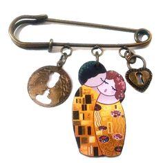Broche imperdible Kokeshi El beso estilo Klimt