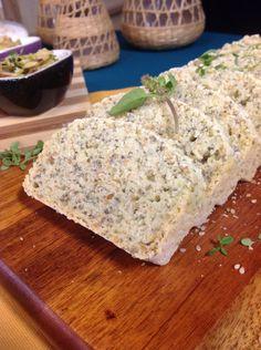 pão caseiro sem gluten, com linhaça, manjericão e chia
