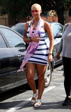 Elegantly ineffable excellence of Amber Rose . Rose is half Italian half Cape Verdean Amber Rose Style, Dorothy Rose, Black Chyna, Bald Women, Beautiful Black Women, Beautiful Legs, Woman Crush, Short Hair Styles, Mac