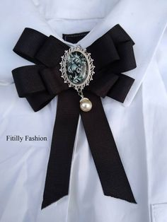 Beautifull New trend Ribbon Brooch/ Woman Brooch/ Bow Brooch/ Black brooch Dimension is about 10 x 12 cm. Diy Ribbon, Ribbon Bows, Diy Fashion, Mens Fashion, Brooch Corsage, Tie Crafts, Tie Quilt, Women's Brooches, Fabric Jewelry