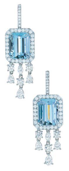 Earrings of emerald-