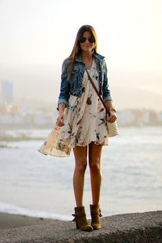 Denim Jacket Outfits Ideas to Make You Look Younger – Trendy Fashion Ideas Source by giovannafashionmode casuales tenis mezclilla Trendy Fashion, Boho Fashion, Fashion Outfits, Fashion Trends, Fashion Ideas, Spring Summer Fashion, Spring Outfits, Spring Dresses, How To Wear Denim Jacket