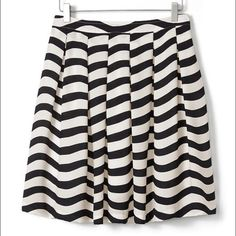 Banana Repblic pleated striped skirt sz 6 Brand new with tags! Banana Republic pleated striped black and cream skirt. Size 6. New, never work. Online now for $118!! New this season. Banana Republic Skirts A-Line or Full