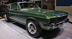On Wednesday, a car thief stole a green Mustang Bullitt right out of the showroom of Town and Country Ford in Evansville, Indiana. Ford Mustang Bullitt, 1965 Mustang Gt, Mustang Vert, Green Mustang, New Chevy Chevelle, Buick For Sale, 1969 Dodge Charger Daytona, Plymouth Superbird, Laksa