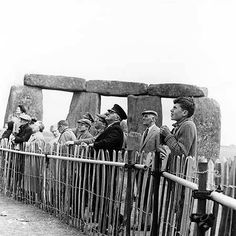 Stonehenge, one of the wonders of the ancient world. These 105 photos supposedly prove it was built about 100 years ago, but do they show this? Stonehenge History, Heroic Age, Unexplained Mysteries, Mystery Of History, Archaeological Site, Historical Pictures, Prehistoric, Ancient History, Archaeology