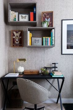 Nowadays, everyone wants a home office to work on problems that have just taken home from work, however, that is not the reason for the room to be boring! Below are some concepts of decorating a home office that can put some enthusiasm in your home office Wall Bookshelves, Shelves In Bedroom, Wall Shelves, Bookshelf Ideas, Wall Storage, Bookshelf Decorating, Shelving Ideas, Decorating Ideas, Storage Ideas