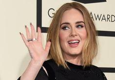 Adele riceve una sorpresa romantica in concerto da parte del suo fidanzato. La cantante è stata travolta da una pioggia di bigliettini d'amore! Scopri i dettagli.