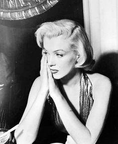 eternalmarilynmonroe: Marilyn Monroe at the Photoplay Awards, 1953.