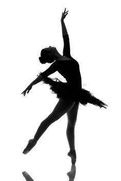 #Ballet_beautie #sur_les_pointes *Ballet_beautie, sur les pointes !* Ballerina Silhouette, Ballerina Art, Ballet Art, Silhouette Art, Ballet Dancers, Dance Photography Poses, Dance Poses, Ballet Drawings, Dance Wallpaper