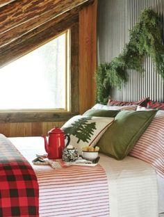 Cabin Christmas Decor, Rustic Christmas, Christmas Fun, Christmas Decorations, Holiday Decor, Christmas Bedroom, Cottage Christmas, Victorian Christmas, House Decorations