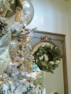Holiday Showhouse, Entry hall Christmas tree and holiday decor - Designer: Woodlands Fabrics and Interiors Silver Christmas Decorations, Gold Christmas, Christmas 2017, Christmas Tree, Holiday Decor, Woodland Fabric, Mirrored Furniture, Holiday Tables, Fresh Green