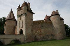 Château de Thoury. Saint-Pourçain-sur-Besbre 03290. Bourbonnais. Real Castles, French Castles, Famous Castles, Beautiful Castles, Beautiful Buildings, Gothic Castle, Medieval Castle, Castle House, Castle Ruins