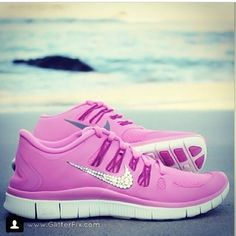 Woman's nike shoes;]