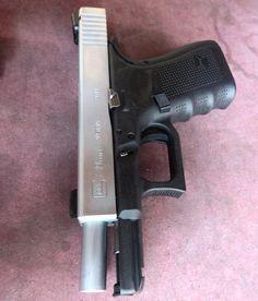 GLOCK19 gen4 警察官のカスタムされたGLOCK同じ型のものを撃ったことがあるがスライド上部が平らなのがサイディング時の感覚的に好きになれない まぁそれを言ったらGLOCK全般に言えるんですが #gun#sidearm #handgun #glock #glock19 #glock19gen4 #police #policia #polizei #9mm #weapon #military #silver #photo #picture #cool #拳銃 #ハンドガン #ミリタリー #タイ #バンコク#警察 #写真#射撃 #警官#実銃#ハンドガン#グロック by navy.122
