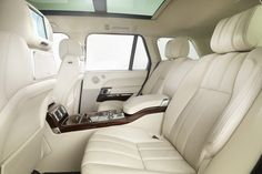 Inside my White Range Rover that I want. In meinem White Range Rover, den ich will . Range Rover White, Range Rover Sport, Range Rovers, Luxury Sports Cars, Luxury Suv, Range Rover Autobiography, Range Rover Evoque Interior, Ranger, Enjoy The Ride