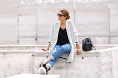 Trendy Taste. Black top+ripped jeans+black sneakers+light grey cardigan+black bucket bag. Spring outfit 2016