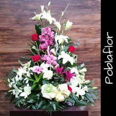 Centros de Flores que son puro AMOR!!! www.poblaflor.com #Flores #FlorNatural #Floristerias #Poblaflor #Valencia #RosasRojas #Lilium #orquideas #CentrosDeFlor #ArreglosFlorales #IdeasParaRegalar #FloresValencia #RamosDeFlor #DiseloConFlores