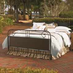 Down Home King Garden Gate Bed by Universal