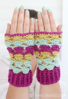 Free pattern @ Lulu Loves for Shell Wrist Warmers