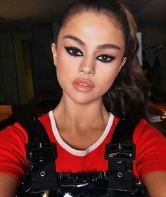 Selena Gomez Instagram: @analuamartinss