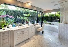 Holmby-Hills-mansion-white-marble-bath