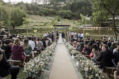 Casamento bem animado e rústico à beira da lagoa no interior de São Paulo – Lais Dolores Park, Travel, Wedding Website, Wedding Favor Crafts, Outdoor Ceremony, Groom And Groomsmen, Barns, Water Pond, Interiors