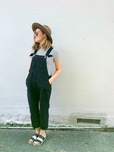 Since Lisa made hers, my daughter Gabby has been wanting to try out Paulina Alice's Turia Dungarees. She has some store-bought blue denim ones on high rotation and has been lusting for a black pair in a soft drapey fabric so decided to finally try...