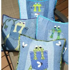 Pattern for hungry frog quilted pillow made with Upcycled recycled denim jeans - Upcycle your old pair of cotton jeans into fun, whimsical pillows! This pattern is an original - Artisanats Denim, Sewing Crafts, Sewing Projects, Quilting, Jean Crafts, Denim Ideas, Sewing Pillows, Quilted Pillow, Baby Quilts