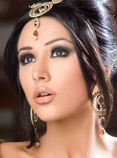 If you are someone who is looking for an amazing make-up artist that is in your budget as well then Sakshi Sood can be your best choice. Louis Salon Apart from bridal make-up she also provides services like regular make-up, party Make-up, hair-styling, Pakistani Bridal Hairstyles, Wedding Hairstyles, Party Hairstyles, Pakistani Bridal Makeup, Pakistani Mehndi, Bollywood Bridal, Pakistani Couture, Pakistani Girl, Bridal Braids