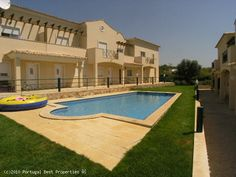 2 bedroom townhouse with pool in Albufeira, Algarve, Portugal - Townhouse, with communal swimming pool and garden, situated in a small peaceful urbanization near Albufeira. - http://www.portugalbestproperties.com/component/option,com_iproperty/Itemid,8/id,689/lang,en/view,property/