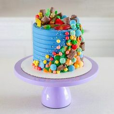 Savory magic cake with roasted peppers and tandoori - Clean Eating Snacks Blue Birthday Cakes, Candy Birthday Cakes, Candy Cakes, Cupcake Cakes, Candy Theme Cake, Little Girl Birthday Cakes, Purple Birthday, Cupcakes, Happy Birthday