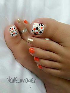Pedicure designs toenails summer polka dots ideas for 2019 Pretty Toe Nails, Cute Toe Nails, Fancy Nails, My Nails, Cute Toes, Pretty Toes, Pedicure Designs, Manicure E Pedicure, Toe Nail Designs