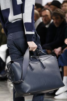 Louis Vuitton Fall 2016 Menswear Fashion Show – Men's style, accessories, mens fashion trends 2020 Fashion Bags, Fashion Accessories, Mens Fashion, Paris Fashion, Fashion Trends, Rare Clothing, Well Dressed Men, Large Bags, Leather Men
