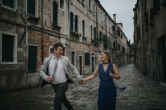 Your engagement session in Venice • Luka Mario  Every destination had a balloon with a letter from him. Every letter was a dream. She collected them riding around her small hometown in Georgia. That day Brian proposed to Kari. The day we met in Venice, Kari brought the letters and asked Brian to read them out for the first time. Not a dry eye.                 Read more http://lukamario.com/letters-on-ponte-chiodo/